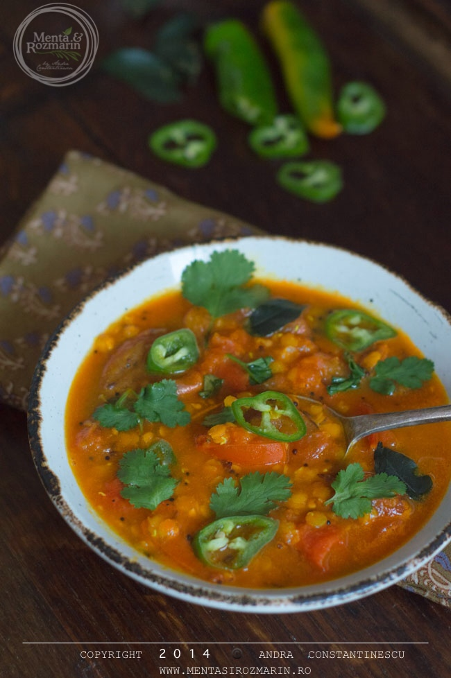 supa-picanta-de-rosii-cu-linte-si-chili-verde
