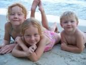 3 enfants plage