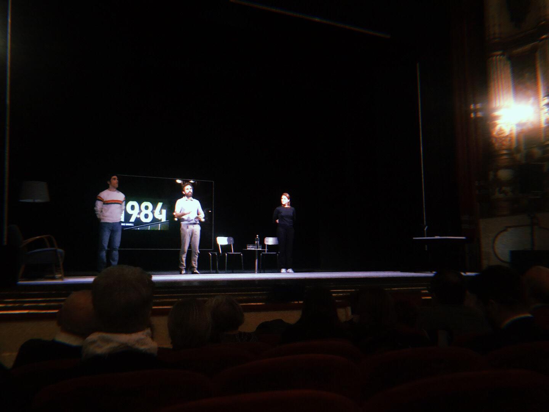 1984 – A teatro assieme a Matthew Lenton e al suo Grande Fratello