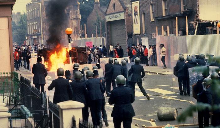 I Clash, la resurrezione del post-punk e il fuoco di Brixton