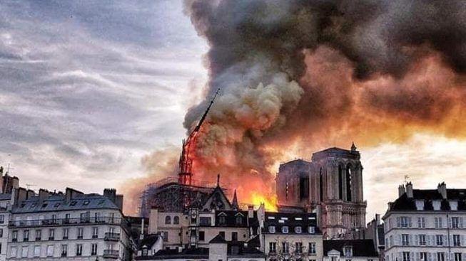 Brucia ma resiste: Notre-Dame, vero simbolo dell'arte