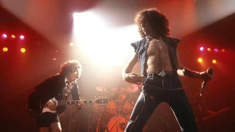 Da autista di autobus a icona del rock: l'incontro tra Bon Scott e gli Ac/Dc