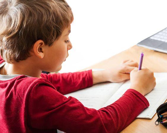 Homeschooling ai tempi del coronavirus: Lezioni sul sofa secondo Andrea Valente [Intervista]