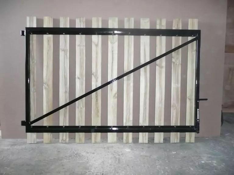 Portail cadre acier habillage planchettes 22 x 90  Menuiserie Bertin