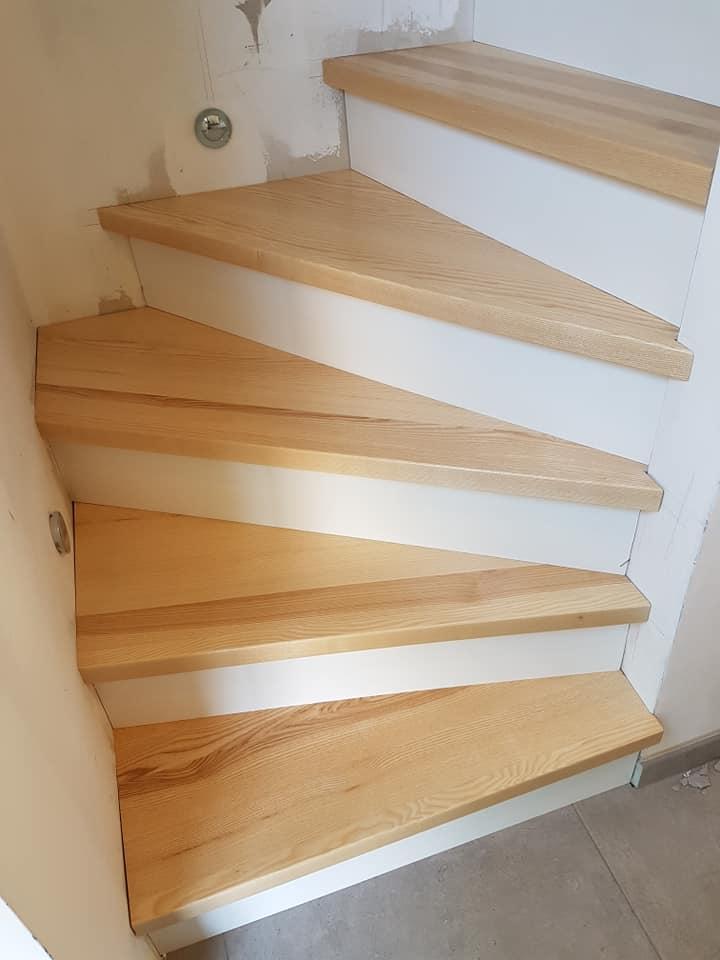 Habillage D Un Escalier Beton Avec Marche En Frene Massif Et Contre Marche En Contre Plaque Menuiserie Huber Haguenau