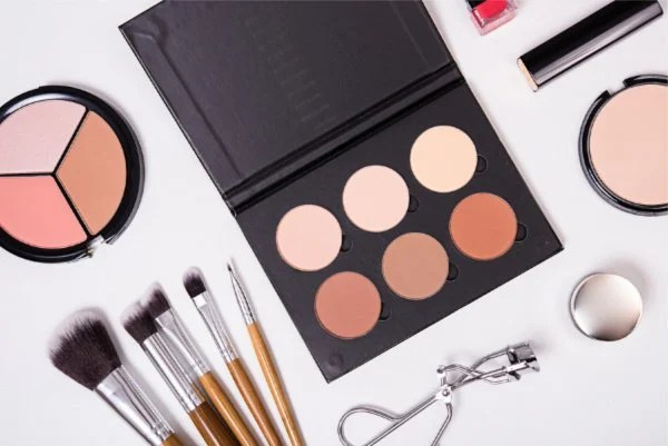 Build Your Own Makeup Kit For Beginners