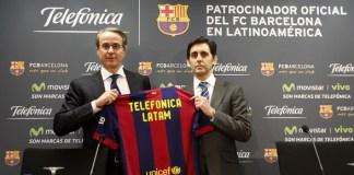 El presidente de Telefónica, que acaba de patrocinar al Real Madrid, durante la presentación de otro equipo español.