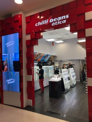 682669ef4c2c9 Chilli Beans inaugura loja conceito em Curitiba