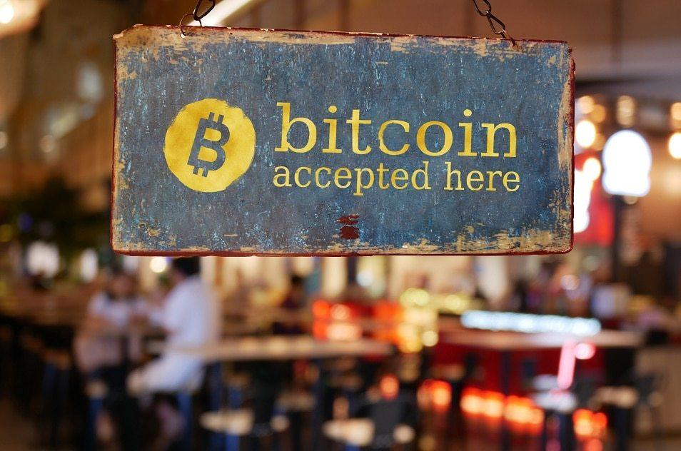 b8fbc9d4b0427 Lojas físicas da Calvin Klein em São Paulo começam a aceitar pagamentos com  bitcoins