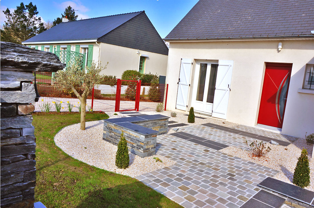 Am nagement en fa ade mercier paysage paysagiste for Amenagement jardin maison