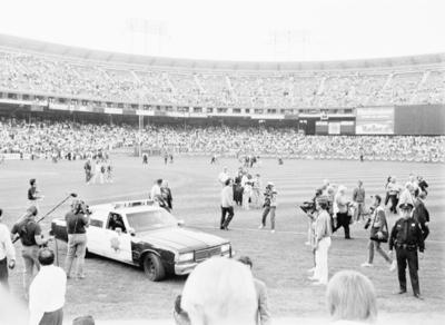 San Francisco Police drove onto the field as Oakland A's and Giants players and family members leave the field at Candlestick Park after the Loma Prieta earthquake hit just before their scheduled World Series game against the Giants on Oct. 17, 1989. (Matthew Lee/Oakland Tribune)