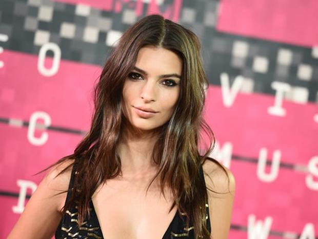 Emily Ratajkowski arrives at the MTV Video Music Awards at the Microsoft Theater on Sunday, Aug. 30, 2015, in Los Angeles. (Photo by Jordan Strauss/Invision/AP)
