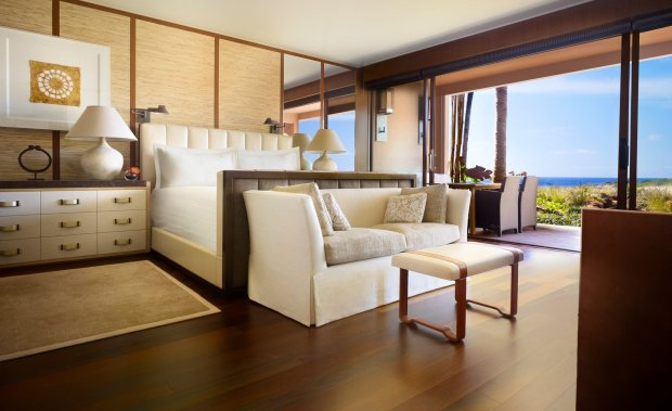 The newly renovated Four Seasons Lanai has mahogany floors, teak walls and sleek modern designs that marry well with the spectacular views. (Four Seasons Lanai)
