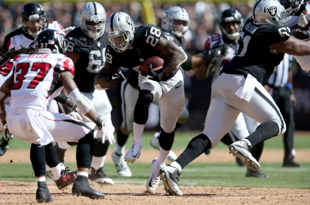 Oakland Raiders' Latavius Murray (28) runs the ball for a gain in the third quarter of a NFL game against the Atlanta Falcons at the Coliseum in Oakland, Calif., on Sunday, Sept. 18, 2016. (Anda Chu/Bay Area News Group)