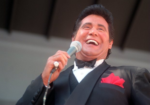 Wayne Newton performs at the Alameda County Fair on 6/28/98 to a full house of 3,500 at the Alameda Fair Grounds in Pleasanton. (Valley Times/ Gregory Urquiaga) 1998