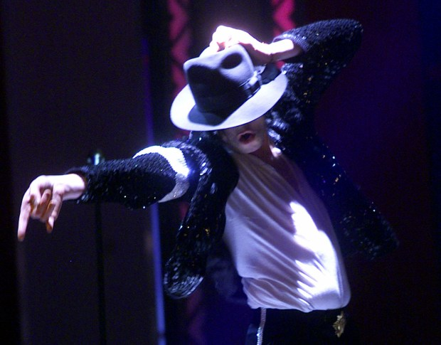"DO NOT RUN LARGE ----- Michael Jackson performs during his ""30th Anniversary Celebration, The Solo Years"" concert at New York's Madison Square Garden, Friday, Sept. 7, 2001. (AP Photo/Beth A. Keiser, Pool)"