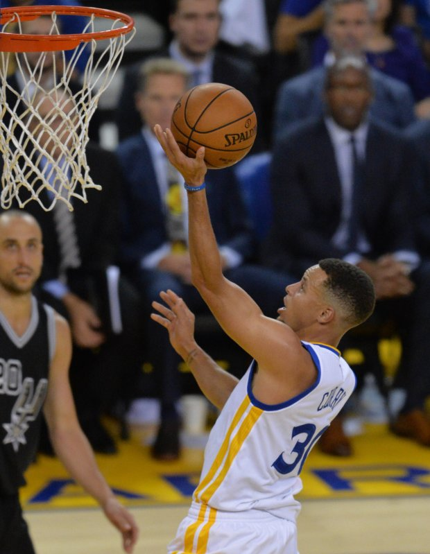 Golden State Warriors' Stephen Curry (30) makes a layup in the third period of their basketball game against the San Antonio Spurs at Oracle Arena in Oakland, Calif., on Tuesday, Oct. 25, 2016. (Doug Duran/Bay Area News Group)
