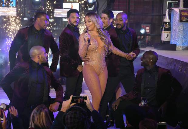 Mariah Carey performs during New Year's Eve celebrations in Times Square on December 31, 2016 in New York. / AFP PHOTO / ANGELA WEISSANGELA WEISS/AFP/Getty Images
