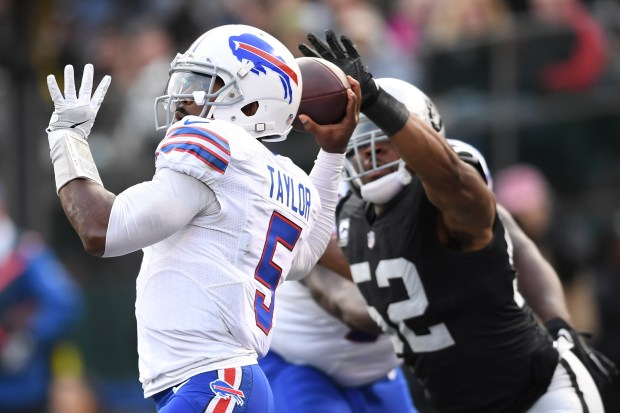 OAKLAND, CA - DECEMBER 04: Khalil Mack #52 of the Oakland Raiders tips a pass from Tyrod Taylor #5 of the Buffalo Bills during their NFL game at Oakland Alameda Coliseum on December 4, 2016 in Oakland, California. (Photo by Thearon W. Henderson/Getty Images)