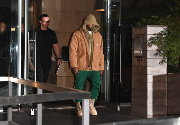 Kanye West leaves his apartment in New York on October 4, 2016.(Photo credit should read ANGELA WEISS/AFP/Getty Images)