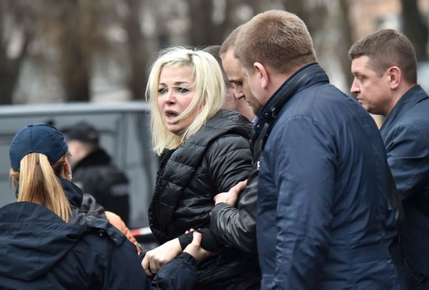 Maria Maksakova, wife of Denis Voronenkov, reacts as police escort her away from the crime scene. (Sergei Supinsky, AFP Getty)
