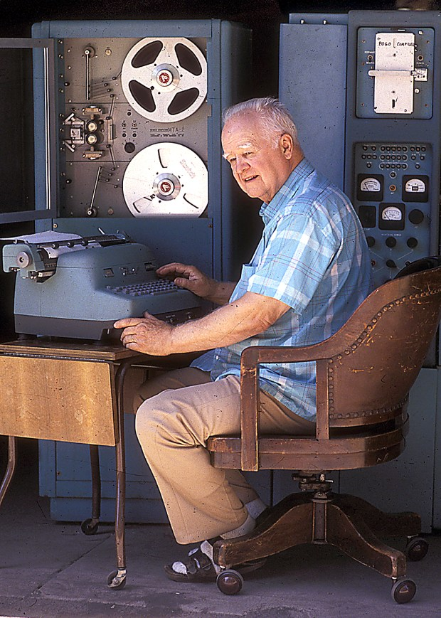 Harry Huskey in 1988 at his Westside home with his 1954 Bendix G15. (Dan Coyro -- Santa Cruz Sentinel file)