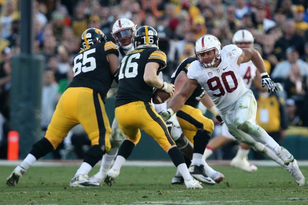 PASADENA, CA - JANUARY 01: Solomon Thomas #90 of the Stanford Cardinal runs after C.J. Beathard #16 of the Iowa Hawkeyes in the second half of the 102nd Rose Bowl Game on January 1, 2016 at the Rose Bowl in Pasadena, California. (Photo by Stephen Dunn/Getty Images)