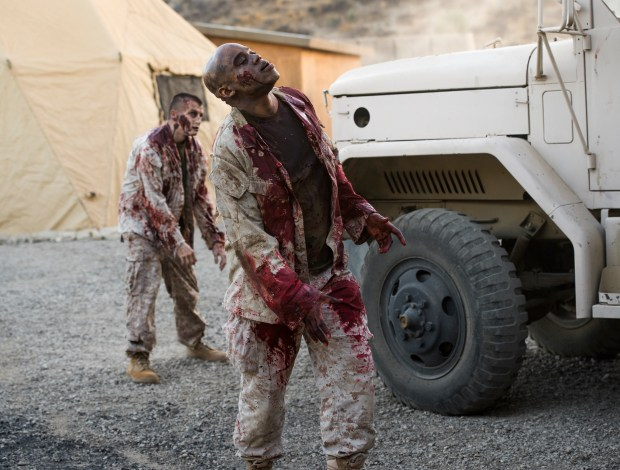 Infected - Fear the Walking Dead _ Season 2, Passage - Photo Credit: Ron Jaffe/AMC