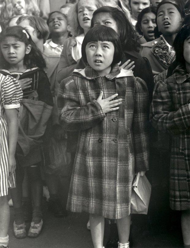 Dorothea Lange, Pledge of Allegiance, 1942. © The Dorothea LangeCollection, the Oakland Museum of California, City of Oakland)