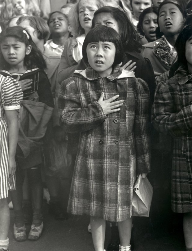 Dorothea Lange, Pledge of Allegiance, 1942. © The Dorothea LangeCollection, the Oakland Museum of California, City of Oakland)