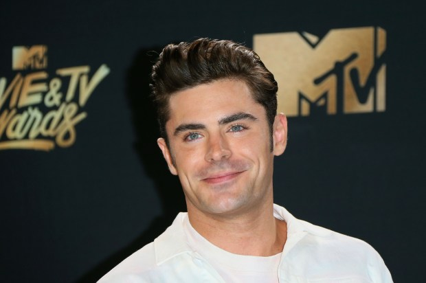 Actor Zac Efron arrives for the 2017 MTV Movie & TV Awards at the Shrine Auditorium in Los Angeles, California, May 7, 2017. / AFP PHOTO / JEAN-BAPTISTE LACROIX (Photo credit should read JEAN-BAPTISTE LACROIX/AFP/Getty Images)