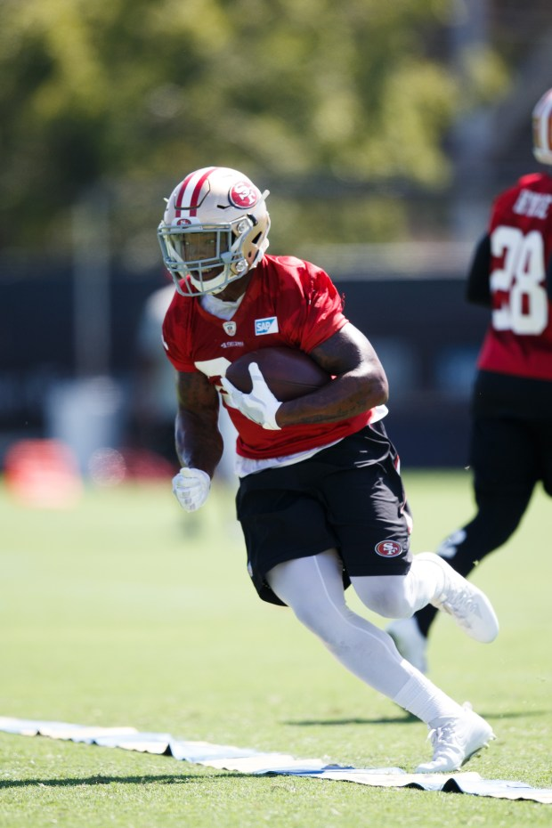 San Francisco 49ers running back Kapri Bibbs practices during the team's training camp in Santa Clara, California on July 28, 2017. (Dai Sugano/Bay Area News Group)