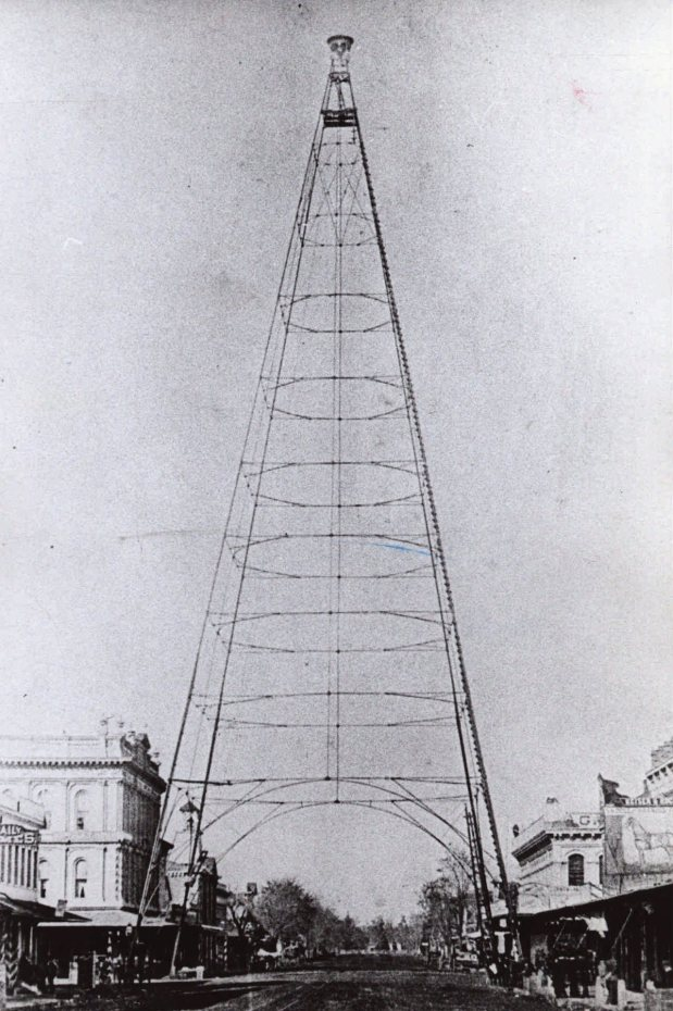 PHOTO: MERCURY NEWS FILE PHOTOGRAPH A landmark electric light tower arched over Market and Santa Clara streets until a series of 1915 storms toppled it. [980207 LO 1B 3] 1bmo 2/7 Mercury News File Photo Electric Light Tower, downtown San Jose