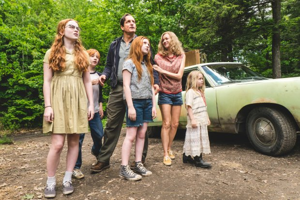 "The cast of ""The Glass Castle"" includes Sadie Sink, left, Charlie Shotwell,Woody Harrelson, Ella Anderson, Naomi Watts and Eden Grace Redfield. (Jake Giles Netter/Lionsgate)"