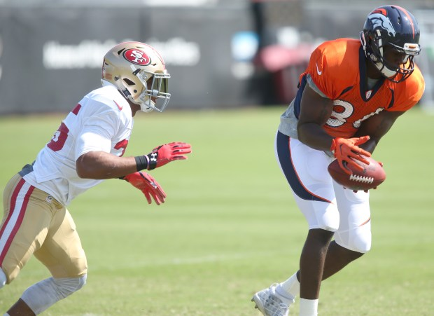 Denver Broncos' Austin Traylor (86) catches a pass against San Francisco 49ers' Eric Reid (35) during a joint team practice at Levi's Stadium in Santa Clara, Calif., on Wednesday, Aug. 16, 2017. (Anda Chu/Bay Area News Group)
