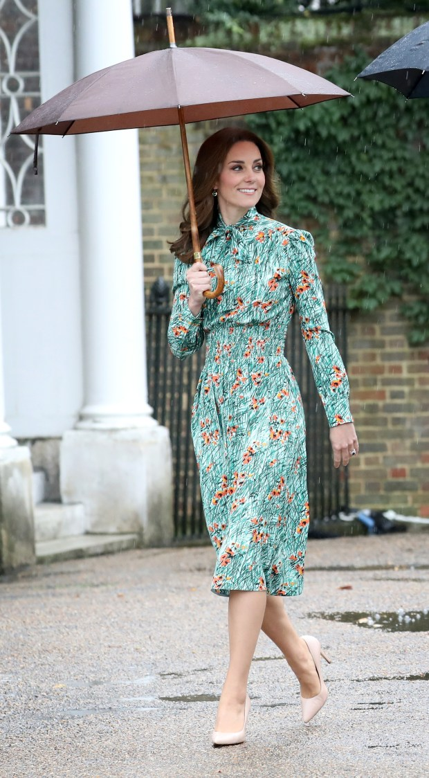 LONDON, ENGLAND - AUGUST 30: Catherine, Duchess of Cambridge is seen during a visit to The Sunken Garden at Kensington Palace on August 30, 2017 in London, England. The garden has been transformed into a White Garden dedicated in the memory of Princess Diana, mother of The Duke of Cambridge and Prince Harry. (Photo by Chris Jackson/Getty Images)