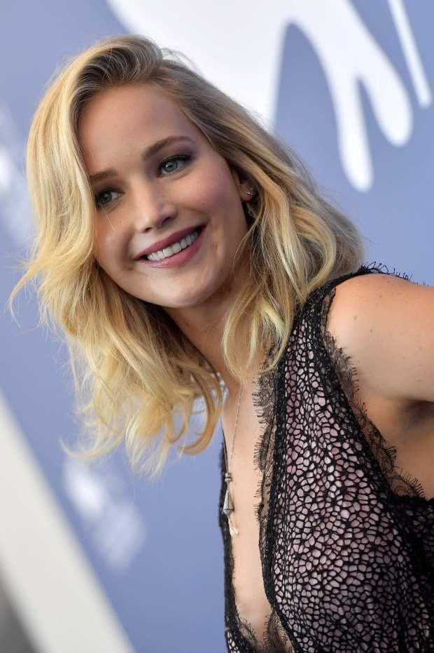 """US actress Jennifer Lawrence attends the photocall of the movie """"Mother"""" presented in competition at the 74th Venice Film Festival on September 5, 2017 at Venice Lido. / AFP PHOTO / Tiziana FABITIZIANA FABI/AFP/Getty Images"""