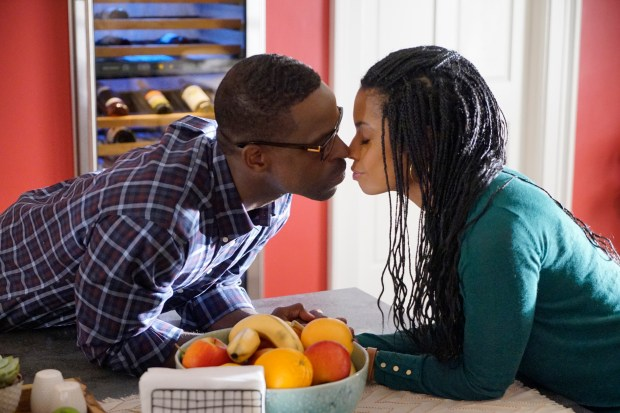 """""""This Is Us"""" episode """"Kyle"""" with Sterling K Brown as Randall, Susan Kelechi Watson as Beth -- (Photo by: Paul Drinkwater/NBC)"""