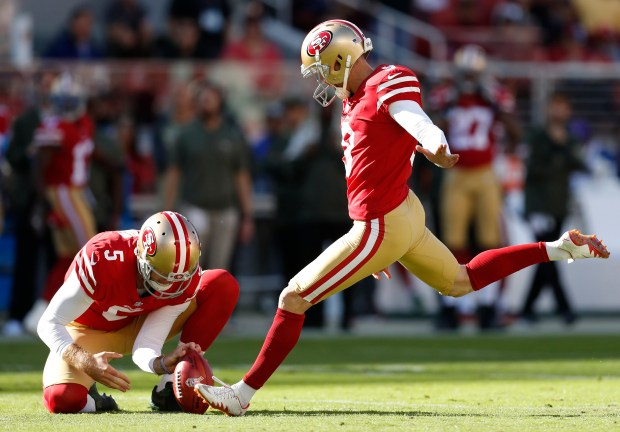 San Francisco 49ers' Robbie Gould (9) kicks a field goal against the New York Giants in the first quarter of their NFL game in Santa Clara, Calif. on Sunday, Nov. 12, 2017. (Nhat V. Meyer/Bay Area News Group)
