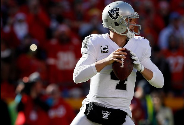 KANSAS CITY, MO - DECEMBER 10: Quarterback Derek Carr #4 of the Oakland Raiders looks to pass during the game against the Kansas City Chiefs at Arrowhead Stadium on December 10, 2017 in Kansas City, Missouri. (Photo by Jamie Squire/Getty Images)