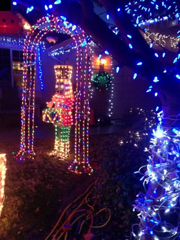 The lights at 2612 Calle Reynoso in Pleasanton (www.CaliforniaChristmasLights.com)
