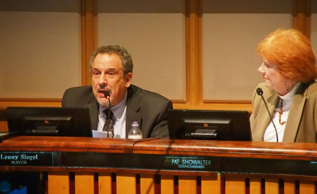 Lenny Siegel, left, chairs his first meeting of the Mountain View City Council as mayor on Tuesday, Jan. 9, 2018. At right is Councilmember Pat Showalter, who made the motion to make him mayor. (Shonda Ranson / Mountain View)