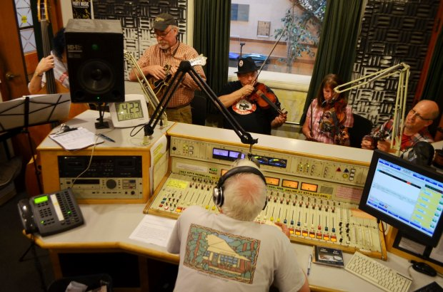 """KPFA radio host Ray Edlund hosts Bay Area-based musicians Pig's Foot StringBand on his Sunday afternoon show """"Pig In A Pen."""" (Lisa M. Krieger)"""