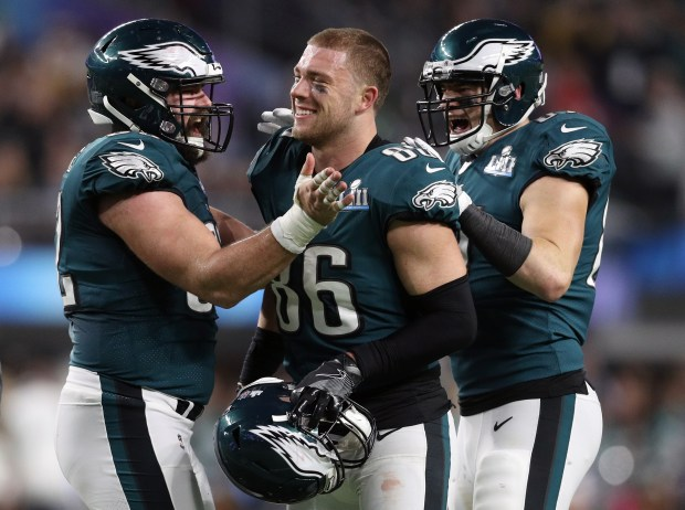 Zach Ertz #86 of the Philadelphia Eagles celebrates with teammates against the New England Patriots during the second half in Super Bowl LII at U.S. Bank Stadium on February 4, 2018 in Minneapolis, Minnesota. (Photo by Patrick Smith/Getty Images)