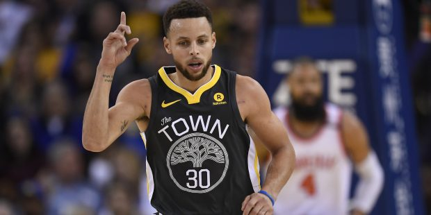 Golden State Warriors' Stephen Curry (30) gestures after making a basket against the Phoenix Suns during the second quarter of their NBA game at the Oracle Arena in Oakland, Calif., on Monday, Feb. 12, 2018. (Jose Carlos Fajardo/Bay Area News Group)