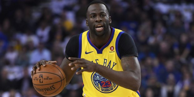 Golden State Warriors' Draymond Green (23) looks to pass against the San Antonio Spurs during the first quarter of their NBA game at the Oracle Arena in Oakland, Calif., on Thursday, March 8, 2018. (Jose Carlos Fajardo/Bay Area News Group)