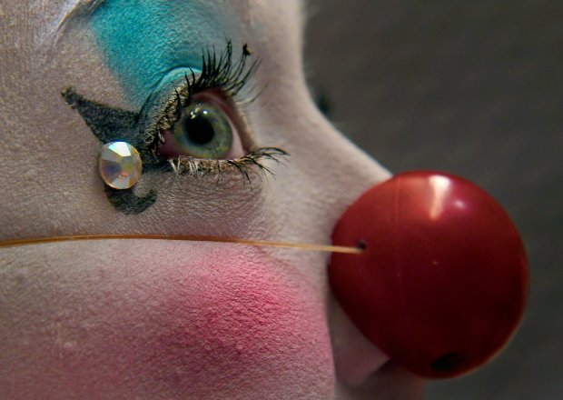 Julia Bothun, a former Ringling Bros. clown, applies the final touches toher makeup. MUST CREDIT: Washington Post photo by Michael S. Williamson
