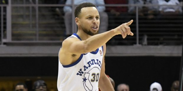 Golden State Warriors guard Stephen Curry left Thursday's game against San Antonio after tweaking his right ankle. (AP Photo/John Amis)