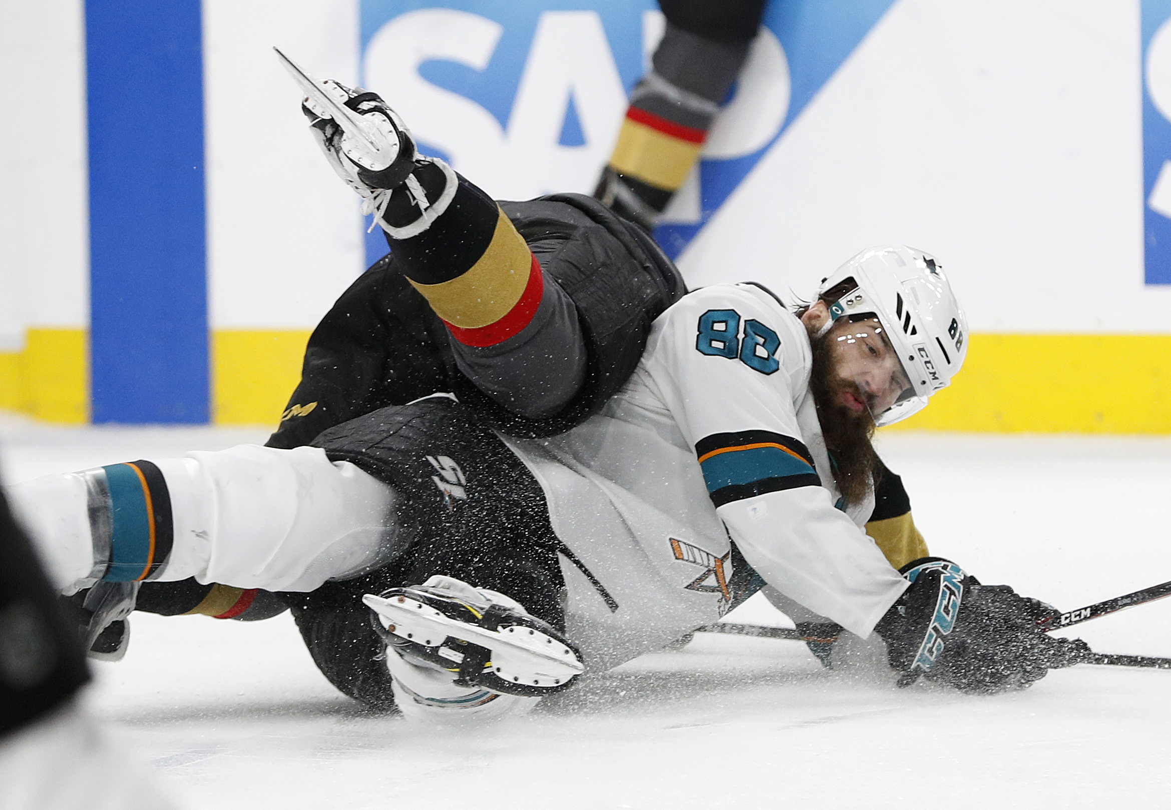 Sharks score late to send Game 3 to overtime