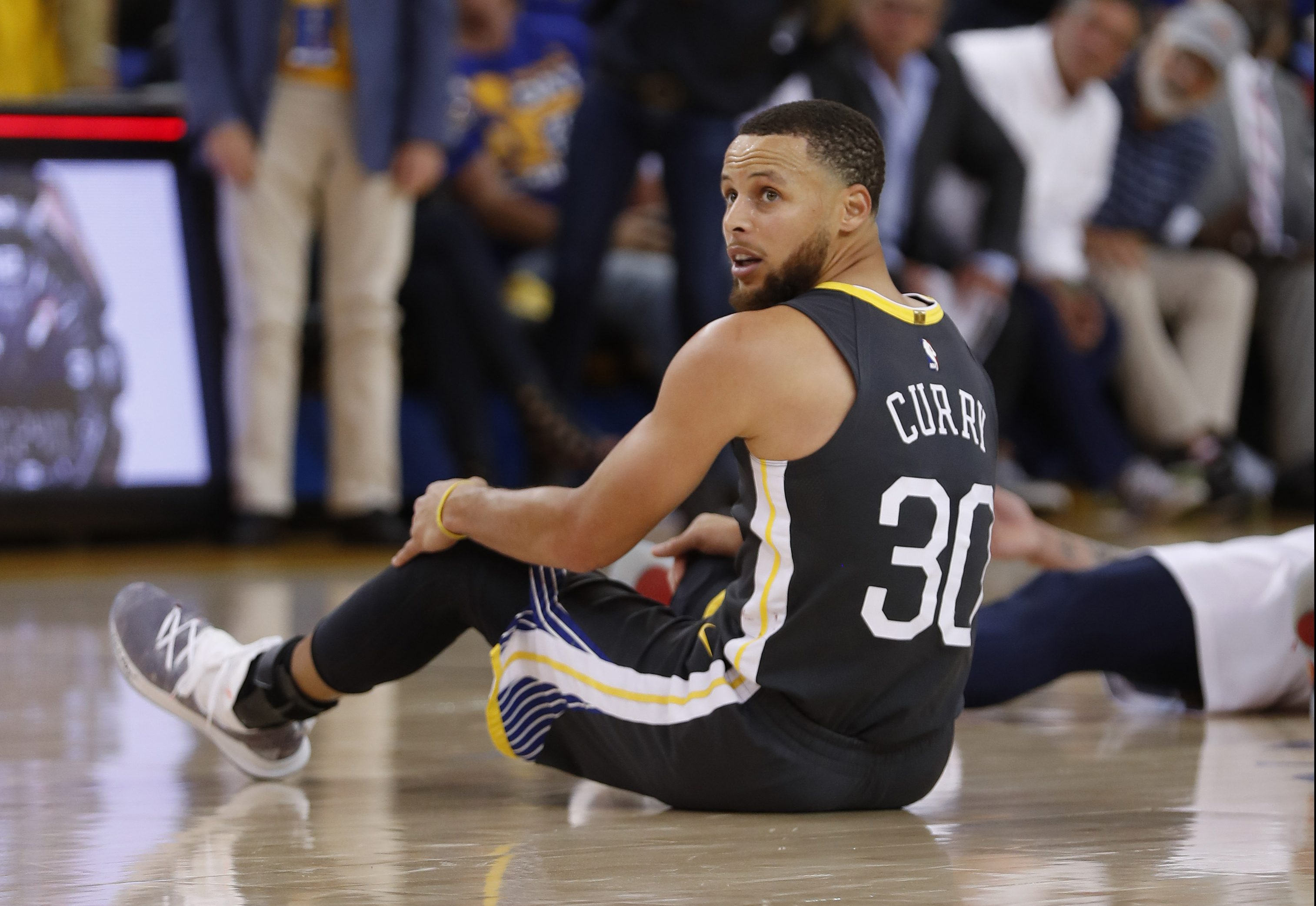 Warriors star Curry to start Game 3 against Pelicans